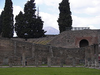 Pompeii gladiator barracks 6.jpg