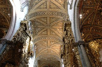 Church of São Francisco (Porto) - Inner view of the Church of São Francisco showing the gilt woodwork of altarpieces, ceiling and columns.
