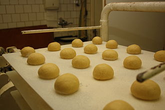 Berliner (doughnut) - Berliner in preparation
