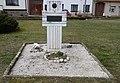 Pouzdřany, pomník (Fred Clifgard) (1).JPG