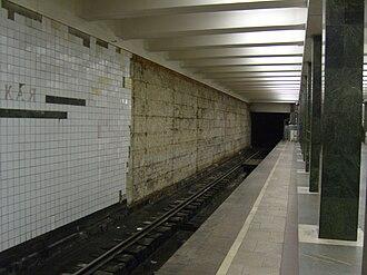 Preobrazhenskaya Ploshchad - View of the platform. Note the broken wall