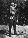 Prins Juan Carlos met zijn zoontje Prins Felipe, Bestanddeelnr 922-6782.jpg