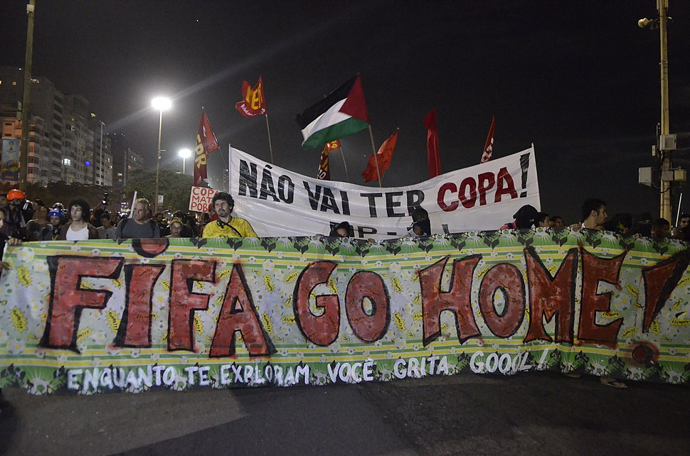 Protest against the World Cup in Copacabana (2014-06-12) 12.jpg