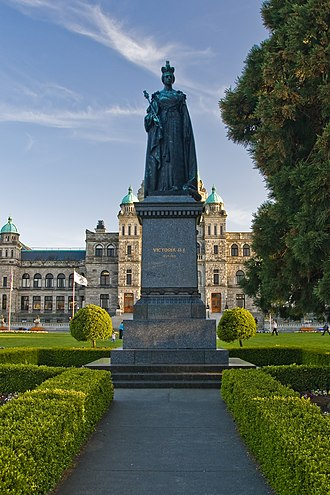 Royal monuments in Canada - Image: Queen Victoria in Victoria