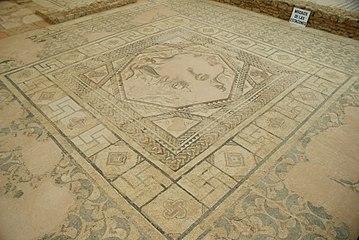 Quintanilla de la Cueza Villa romana Tejada Habitación 3 Mosaico las Cuatro Estaciones.jpg