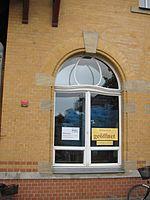 Radebeul Bahnhof Radebeul Ost Erlebnisbibliothek Fenster.JPG