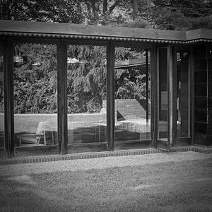 Weltzheimer/Johnson House - Image: Rear bedroom windows Weltzheimer Johnson House by Architect Frank Lloyd Wright Oberlin Ohio