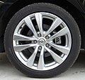 Rear tire and wheel of NISSAN FUGA.jpg