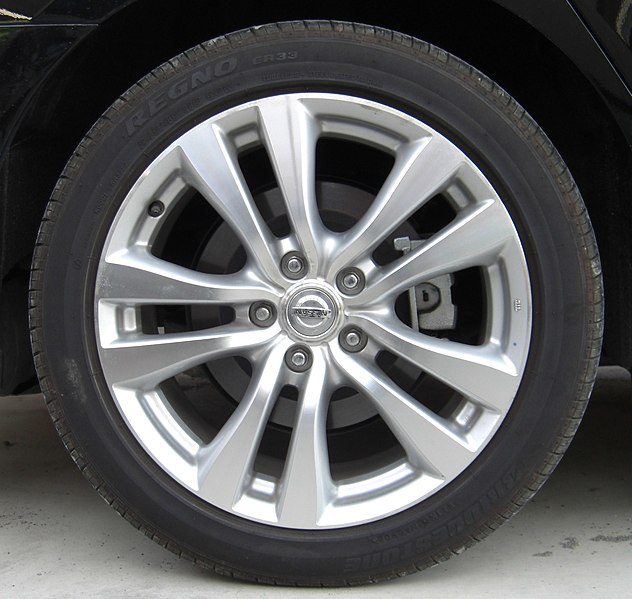 File:Rear tire and wheel of NISSAN FUGA.jpg
