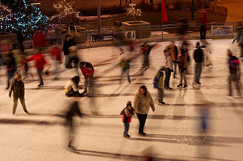 English: Red Arrow Park ice skating rink in Mi...