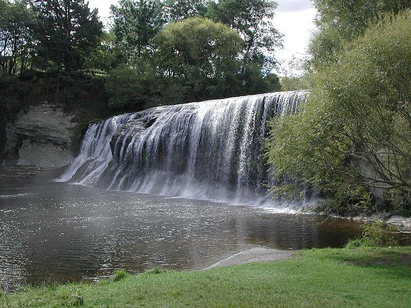 File:Rere Falls.jpg