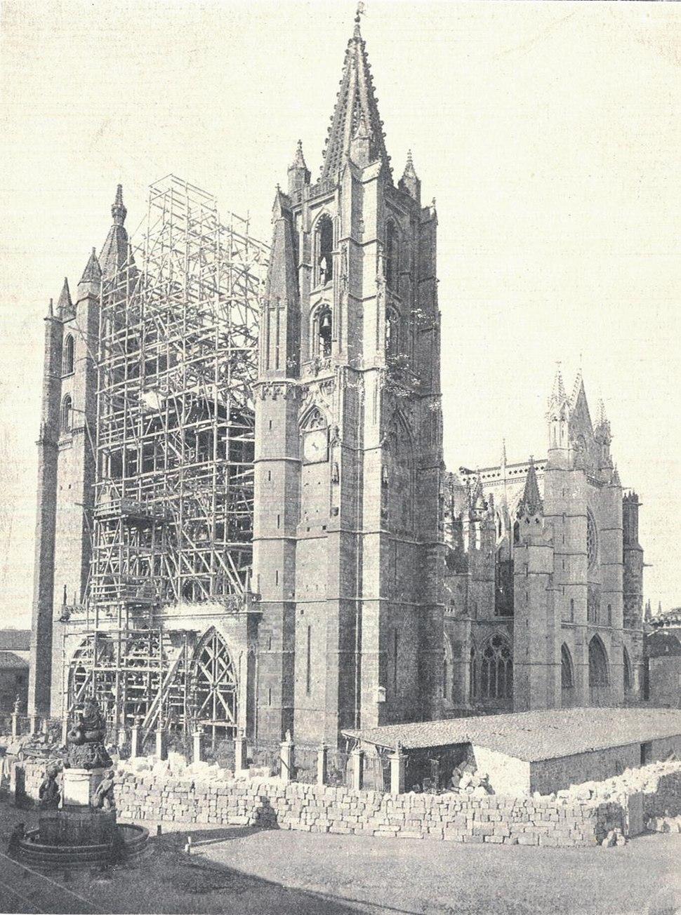Restauración fachada oeste Catedral de León