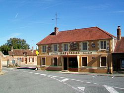 Rivecourt (60), place Saint-Wandrille 2.jpg