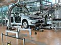 Roboterarbeitsplatz Fenstermontage Gläserne Manufaktur.jpg