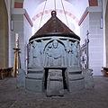 Romanischer Taufstein in St. Kilian (Brenken).jpg