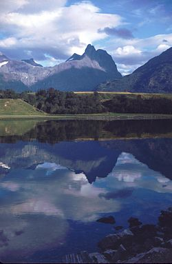 Romsdalshorn reflection.jpg