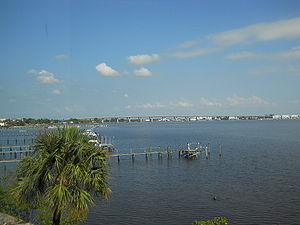 Roosevelt Bridge (Florida) - Image: Roosevelt Bridge, Stuart, Florida 001