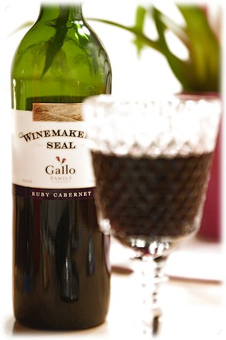 Ruby Cabernet - Image: Ruby Cabernet Winemakers Seal Gallo family E & J Gallo Winery