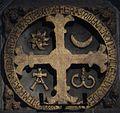 Saint-Jacques de Compostelle, croix de consécration.JPG