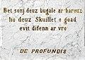 Saint-Michel-en-Grèves. Monument aux morts. Inscription en langue bretonne.jpg