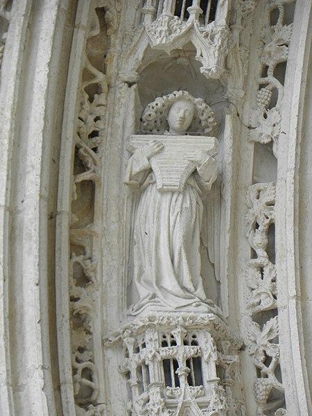 Voussure du portail occidental de la cathédrale Saint-Pierre de Saintes (17).