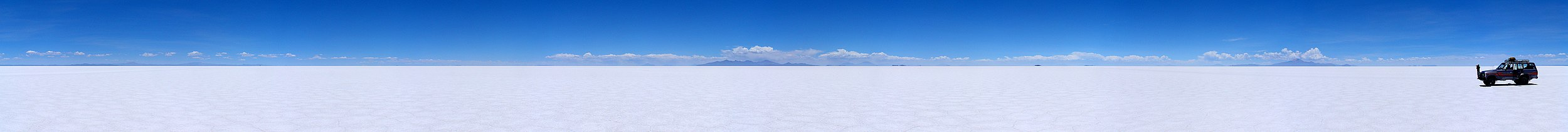 Panorama over Salar de Uyuni