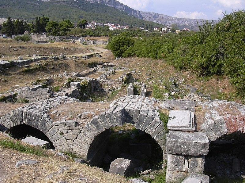 File:Salona aqueduct.jpg