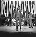 Sammy Davis Jr tijdens optreden in theater Carre, Bestanddeelnr 916-2028.jpg