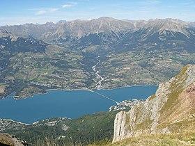 Savines et le lac de Serre-Ponçon vus depuis le pic de Morgon