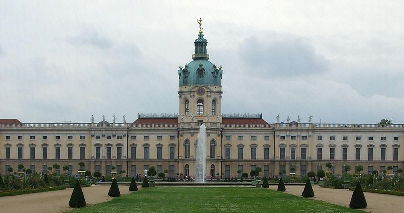 File:Schloss Charlottenburg, Berlin.jpg