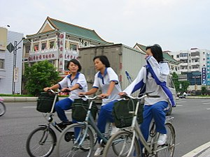 Xiaolan - Image: Schoolgirls in Xiaolan