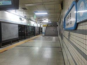 Chungmuro Station - Image: Seoul subway Line 4 Chungmuro station platform 20130503