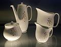 Servies Wilma met slingerdecor03, ontwerp E Bellefroid, geproduceerd door Mosa vanaf 1958 (collectie H v Buren, Maastrichts aardewerk, Centre Céramique, Maastricht).JPG