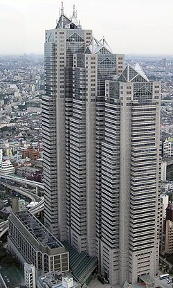 Shinjuku Park Tower 7 Desember 2003 cropped2.jpg