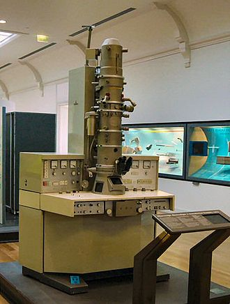 Siemens - A 1973 Siemens electron microscope on display at the Musée des Arts et Métiers in Paris.