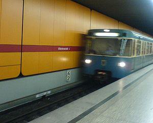Silberhornstraße (Munich U-Bahn) - Platform of Silberhornstraße station.