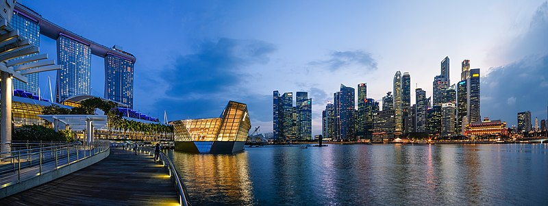150pxSingapore's Marina Bay at Dusk in 2018. From left to right, Marina Bay Sands (MBS), Louis Vuitton store and the CBD.