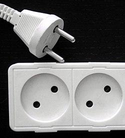 Gniazdo elektryczne – Wikipedia, wolna encyklopedia
