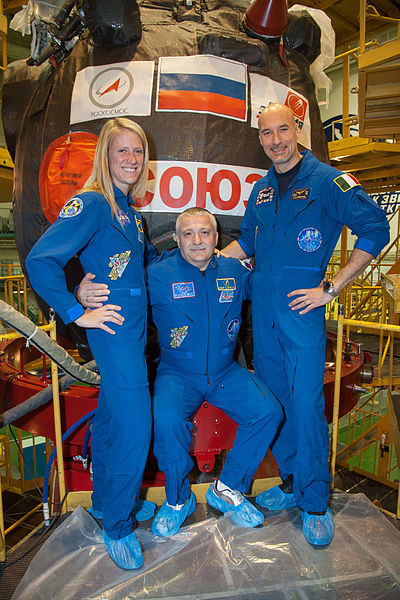 File:Soyuz TMA-09M crew members in front of their spacecraft.jpg