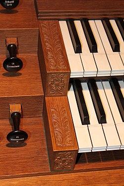Spieltischdetail Orgel Neuottakring 01.jpg