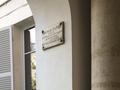 Square dOrléans, 5 plaque.png