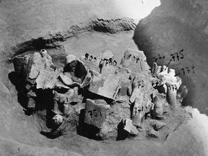 Statyer i grop H 14-15. Mersinaki. staty - SMVK - C02769.tif