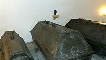 Sarkophag von August III. in der Stiftergruft der Wettiner-Gruft (Quelle: Wikimedia)