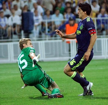 Suarez playing for Ajax in a UEFA Champions League match against Dynamo Kyiv in 2010 Suarez Ajax captain.jpg