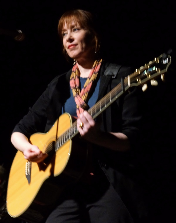 Suzanne Vega = Suzanne Vega スザンヌ・ヴェガ Songs In Red And Gray = ソングス・イン・レッド・アンド・グレイ