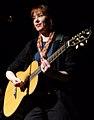 Suzanne Vega mit Gitarre.JPG