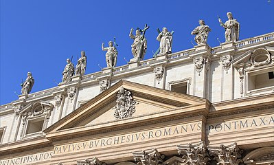 Sv Petr Vatican statues 1.jpg