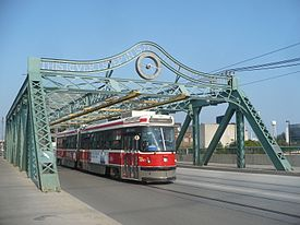TTC 4251 Queen Don bridge.jpg
