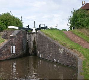 Tardebigge Locks - Tardebigge Top Lock, with a rise of 11 ft, and keeper's cottage