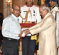 The President, Shri Pranab Mukherjee presenting the Padma Shri Award to Shri Sadhu Meher, at the Civil Investiture Ceremony, at Rashtrapati Bhavan, in New Delhi on April 13, 2017.jpg
